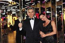 George Clooney v blízkosti krásné moderátorky nehnul brvou...