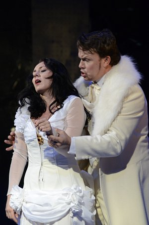Jana Šrejma-Kačírková(Violetta Valéry) a Aleš Briscein(Alfred Germont)
