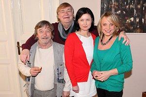 Hlavní protagonisté Roman Skamene, Veronika Jeníková a režisér Vít Olmer se svou manželkou Simonou Chytrovou