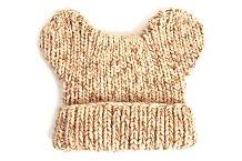 Béžová pletená čepice s ouškama Doca, Different.cz, cena 422 Kč.