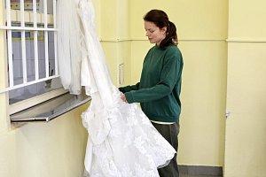Slovenská herečka si oblékla nejen svatební šaty, ale i vězeňský stejnokroj.