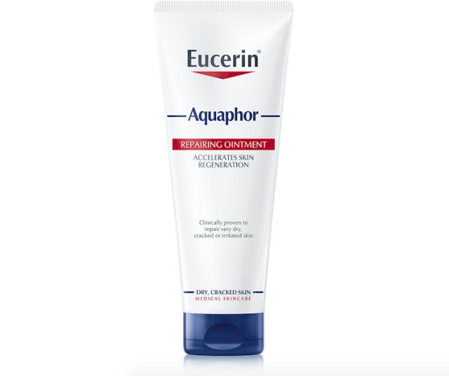 Regenerační mast Eucerin Aquaphor je vhodná pro suché ruce, rty, chodidla, ale i citlivou dětskou pokožku. Cena 239 Kč.