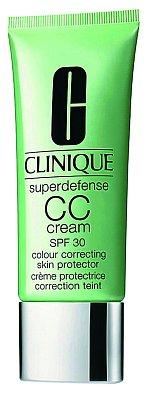 Superdefence CC cream SPF 30 sjednocuje tón pleti a zároveň ji chrání před vnějšími vlivy, Clinique, 40 ml 675 Kč.