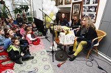 S knížkou Jak na příšery měly dámy z divadla MaléHry u dětí velký úspěch.