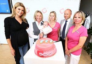 Maminka 1000. dítěte, které se narodilo díky péči odborníků kliniky IVF Cube se v Nikolce našla.