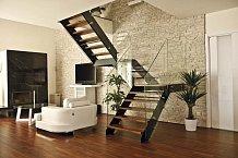 Jednou z dominant obytného prostoru je schodiště.