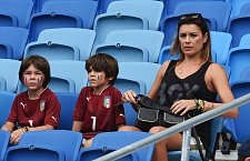 Po skončení utkání se čeká na tatínka