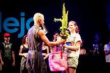 Yemi při předávaní jedné z cen Spotlight za výjimečný přínos taneční branži.
