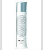 Peeling Silk Peeling Mask propůjčuje pleti zářivý a jasný vzhled. Vhodná pro citlivou pleť, Sensai, Cena 1890 Kč.