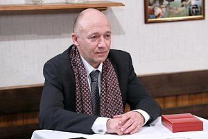 Herec Robert Jašków rozšíří řady seriálu Cesty domů.