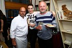 Oslavit úspěch Pohlreichovy restaurace Divinis přišli Iva Kubelková s partnerem Ladislavem Doležalem.