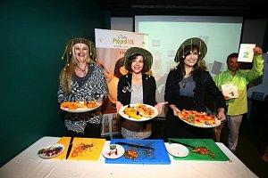 Linda Finková, Kristýna Janáčková a Andrea Kalivodová soutěžily ve zdobení talířů.