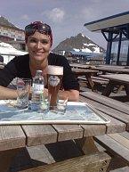 Mahulena Bočanová si užívala v Peci pod Sněžkou slunečného počasí