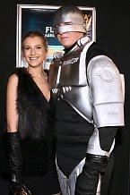 Jitka Nováčková nechala přítele doma a fotila se s Robocopem.