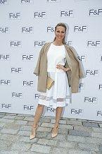 Simona Krainová se v módě vyzná.