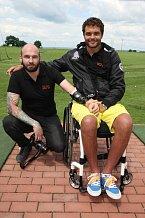 Martin Zach si díky speciálnímu vozíku golf opravdu užil.