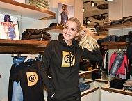 Dara Rolins se tentokrát představila v roli módní návrhářky.