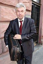 Popřát šťastnému oslavenci přišel i houslový virtuóz Jaroslav Svěcený.