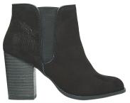 Nejraději nosím kotníkové boty na masivním podpatku. Říkám jim retro bufy. asos.com, 999 Kč