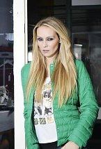 Tahle bunda asi do Austrálie neodjede, ale v Praze se v ní Martina ohřeje ráda