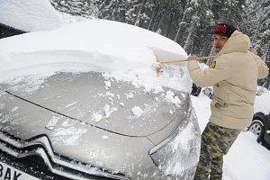 Ben Cristovao je v odhrnování sněhu mistr.