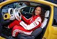 Před startem musela pochopitelně přesednout ze svého žlutého ďáblíka do závodního auta
