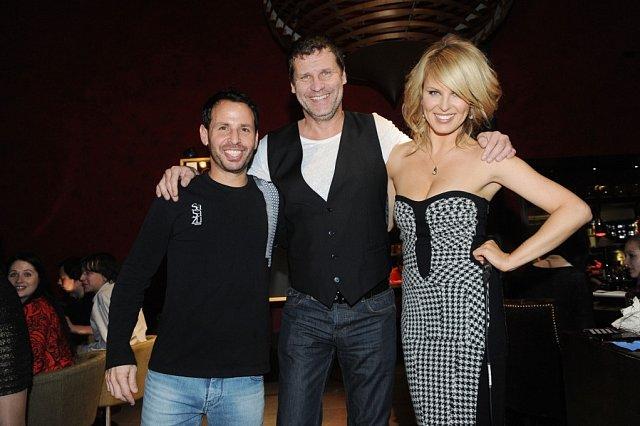Simona Krainová s prvním vítězem (uprostřed) a šéfkuchařem Shahafem Shabtayem