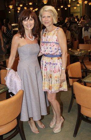 Beata Rajská se svou výbornou kamarádkou, manželkou Miroslava Donutila Zuzanou