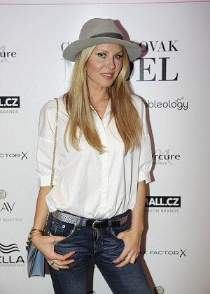 Modelka Simona Krainová.
