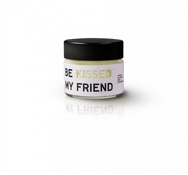 Balzám na rty a tváře Be Kissed My Friend, cena 459 Kč. K dostání na VEMZU.CZ.