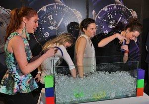 Ice Watch cup začíná výlovem hodinek ukrytých v kostkách ledu.
