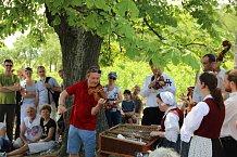 Pavel si festival užívá, zahraje si i v přírodě národního parku s Cimbálovou muzikou Antonína Stehlíka.