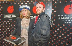 Emma Smetana s hrdinou seriálu Pizza Boy Vladimírem Škultéty