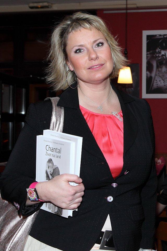 Krest knihy Michaely Zindelove Chantal Zivot na lane.