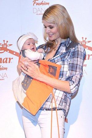 Štastná maminka Iveta Vítová s dcerou Anetkou