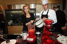 Linda Bartošová v kuchyni s Filipem Sajlererm