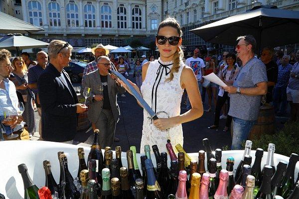 Andrea Verešová s šavlí v ruce  dost nebezpečná kombinace! a16c7f1c03