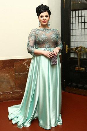 Andrea Kalivodová oblékla na ples šaty v mentolovém odstínu