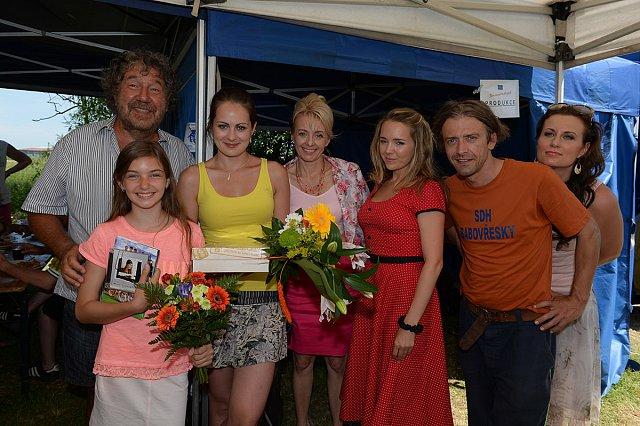 Ve filmu si zahráli i Petr Polák, Veronika Žilková a Lucie Vondráčková.