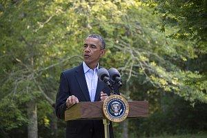"""""""Vstoupil do našich životů jako cizinec, ale na konci se dotkl každé části lidské duše,"""" vyjádřil se americký prezident Barack Obama"""
