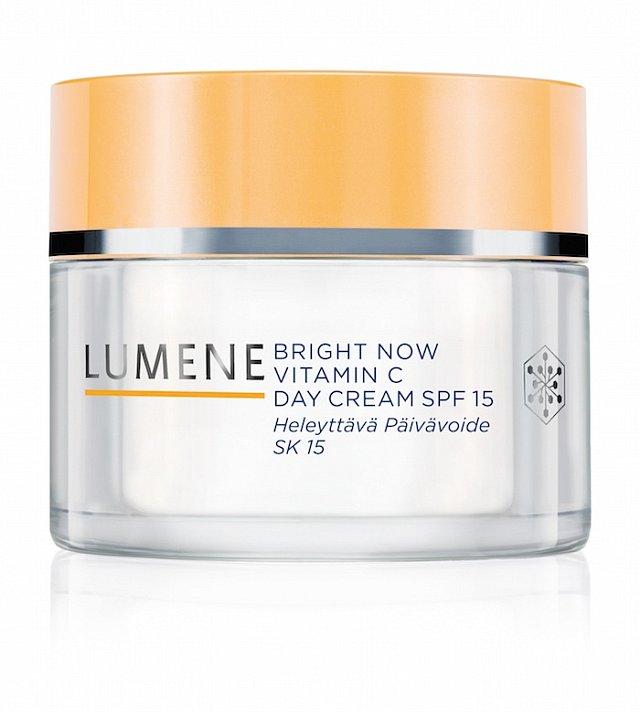 Denní krém SPF 15 Bright Now Vitamin C, Lumene, 50 ml 530 Kč.