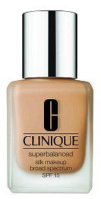 Hedvábný make-up Superbalanced reguluje přebytek kožního mazu, Clinique, 30 ml 890 Kč