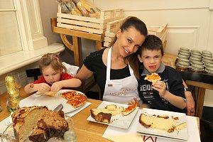 Alice Bendová s dětmi