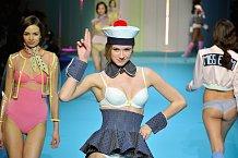 Modelky představily v Paříži novou kolekci spodního prádla.