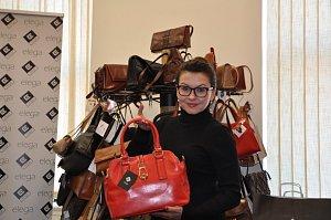 Dana Morávková se bez mučení přiznala, že má ke kabelkám vztah víc než vřelý.
