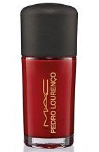 Červený lak na nehty Flaming Rose MAC se bude vyjímat ke každému looku. Cena 390 Kč
