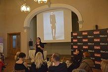 Před dámy předstoupila také návrhářka Táňa Kovaříková.