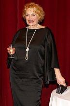 Skvěle se bavila i Regina Rázlová, která se ve společnosti objevuje stále častěji.