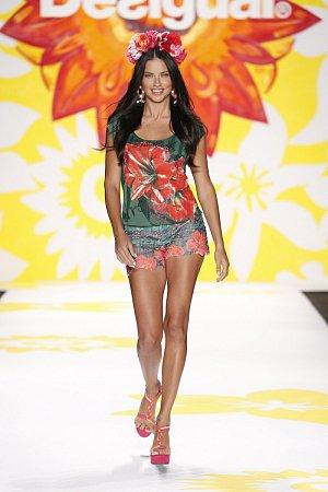 Třiatřicetiletá brazilská modelka Adriana Lima.