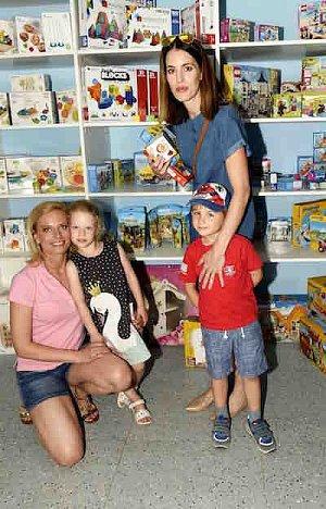 Kristýna Kloubková s dcerou a Lucie Křížková se synem.